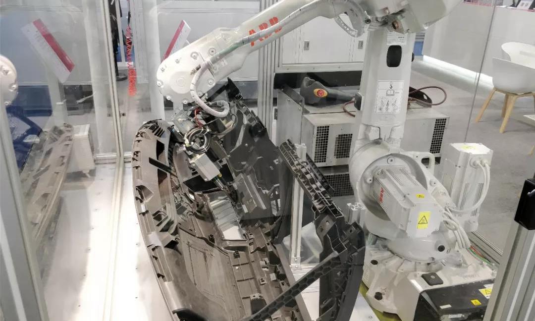 再访广州!ABB机器人亮相Chinaplas橡塑展