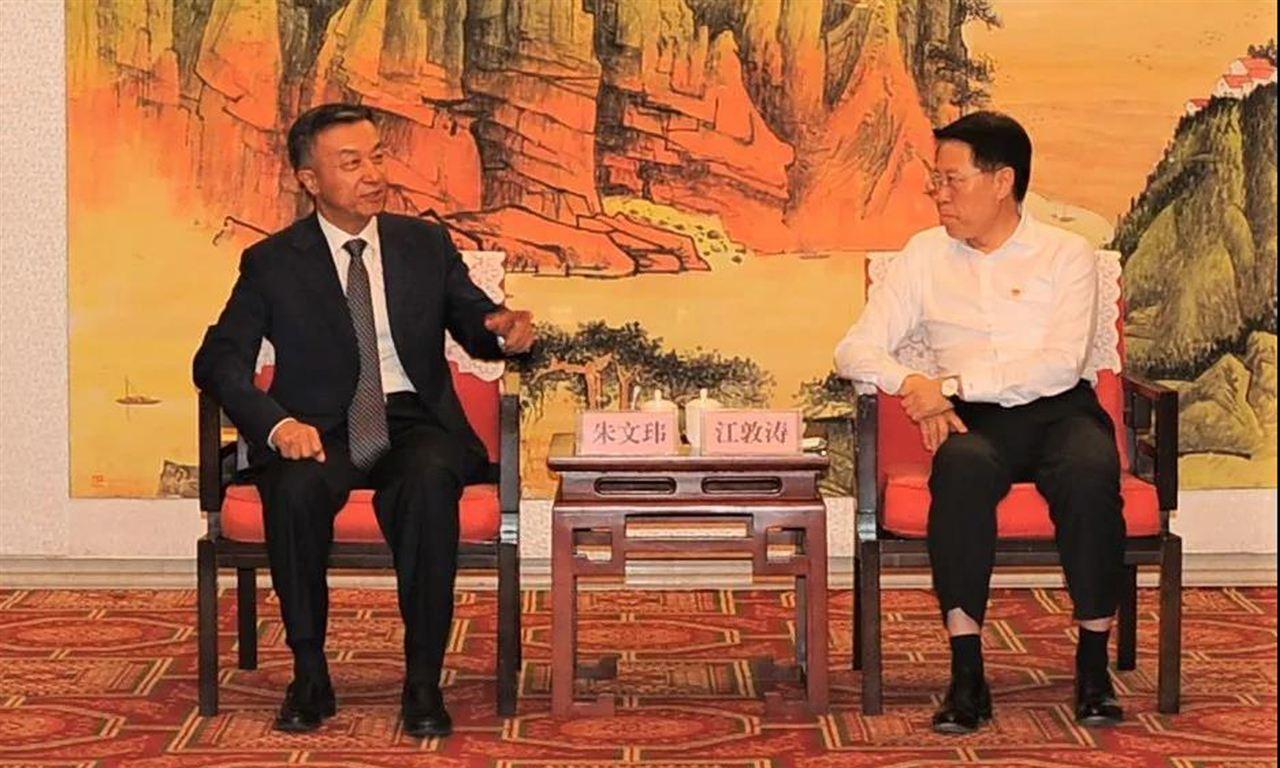 中国塑协理事长朱文玮会见淄博市委书记江敦涛