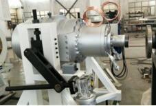 PE塑料管材生産線